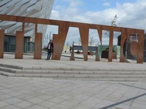 Museu do Titanic: Está localizado em Belfast, capital da Irlanda do Norte. Cem anos após o nascimento do navio mais famoso do mundo, o Titanic Belfast tornou-se uma nova e importante atração turística da Irlanda do Norte. O museu foi inaugurado recentemente em 2012 e possui um quarteirão inteiro dedicado ao navio. Ele está localizado no mesmo local que o navio foi construído.